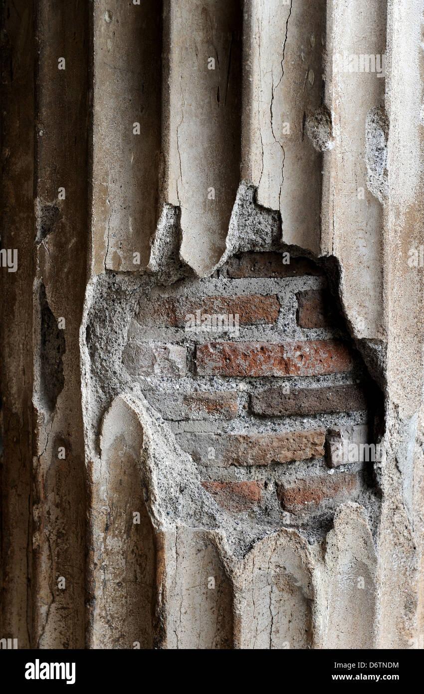 Ercolano, Baia di Napoli, Italia. In cotto romano e la colonna Dettagli. Foto di Paolo Heyes, giovedì 28 marzo, Immagini Stock
