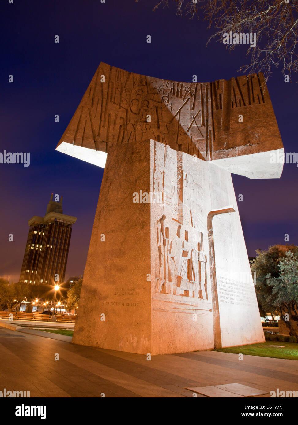 Madrid - una parte del monumento al Descubrimiento de America da Joaquin Vaquero Turcios nel crepuscolo Immagini Stock
