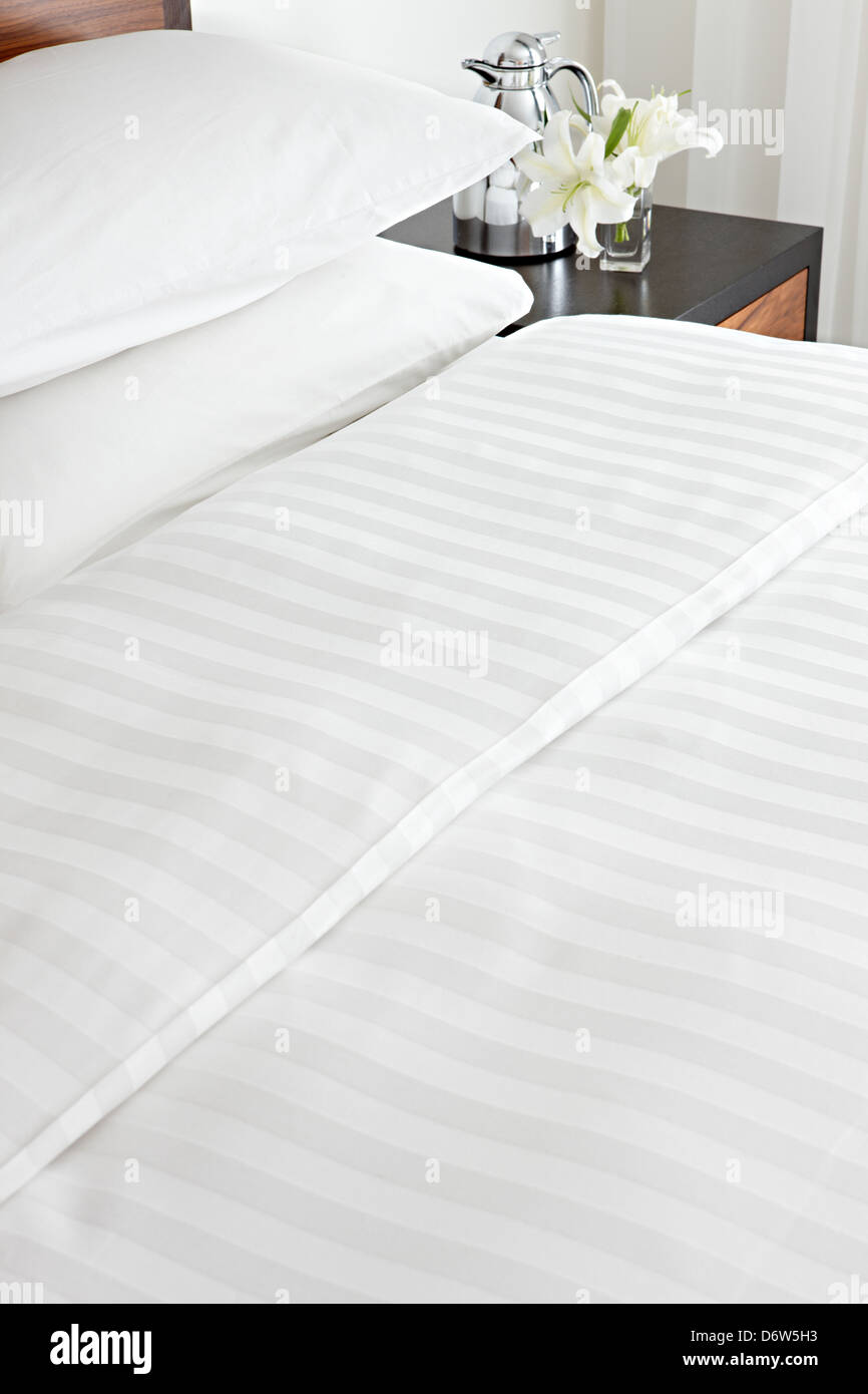 Croccante realizzato in cotone lenzuola cuscini Immagini Stock