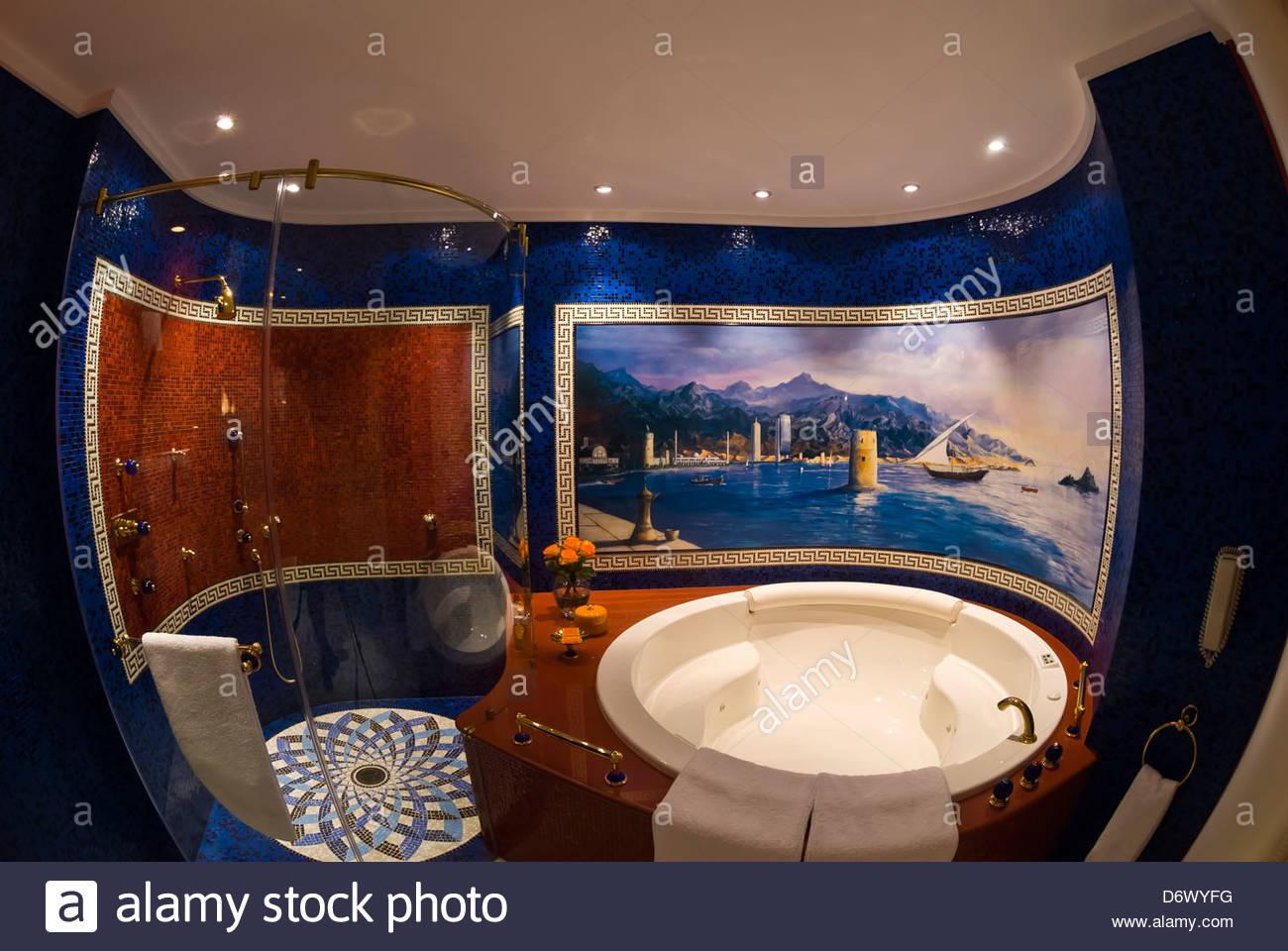 Box doccia e vasca idromassaggio, suite con due camere da ...