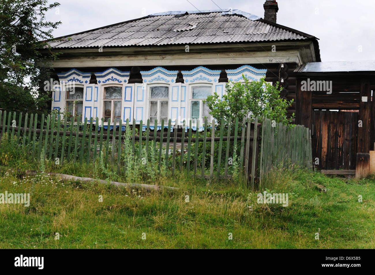 Casette Russe Di Campagna casa russa immagini e fotos stock - alamy