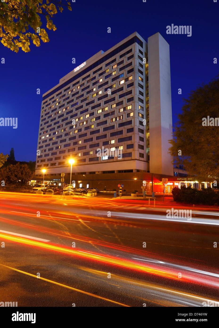 Zagreb, Hotel Westin nella notte, Croazia Immagini Stock