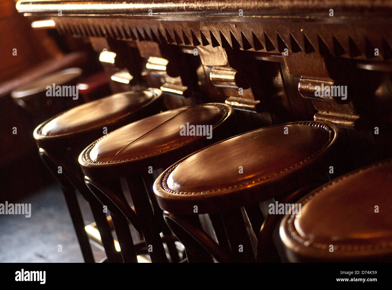 Leather top stool immagini leather top stool fotos stock alamy