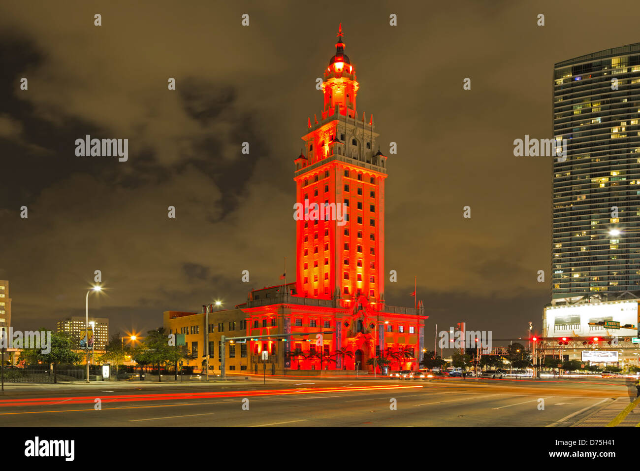 Torre di libertà e striature chiare, Miami, Florida USA Immagini Stock