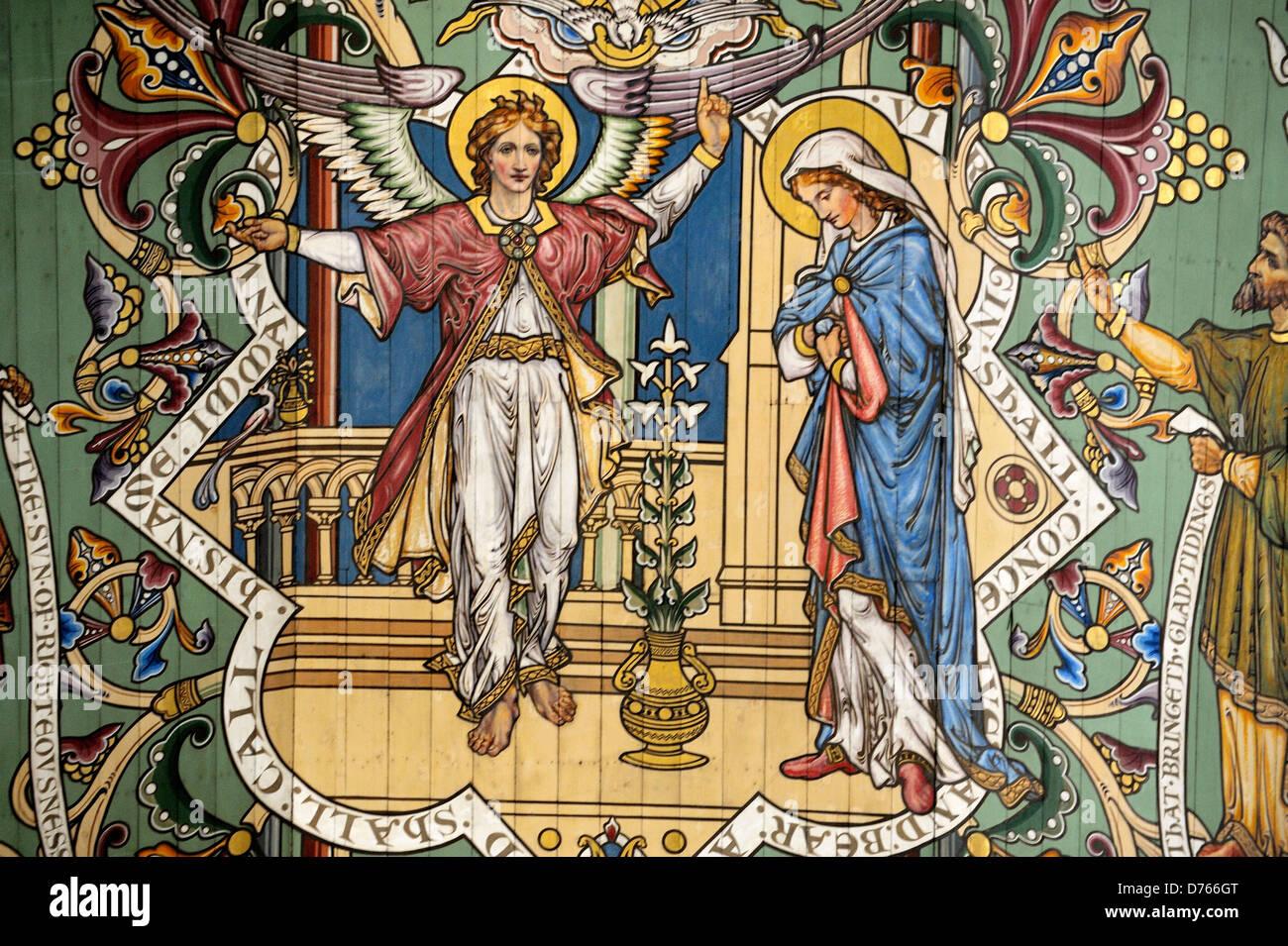 Cattedrale di Ely, Cambridgeshire, Inghilterra. Dipinto sul soffitto della navata. Pannello con l'Annunciazione. Immagini Stock