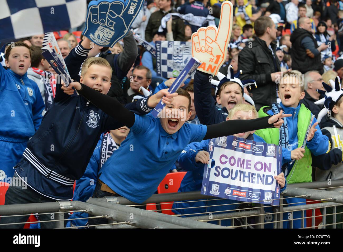 Giovani appassionati di calcio i sostenitori di Southend Immagini Stock