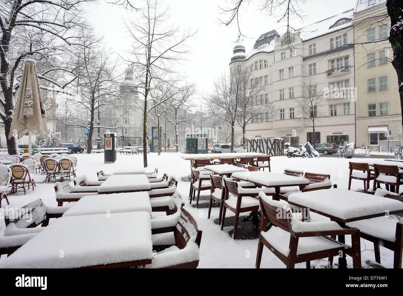 Berlino, Germania, nevicato in mobili di un caffè sul posto George Grosz Immagini Stock