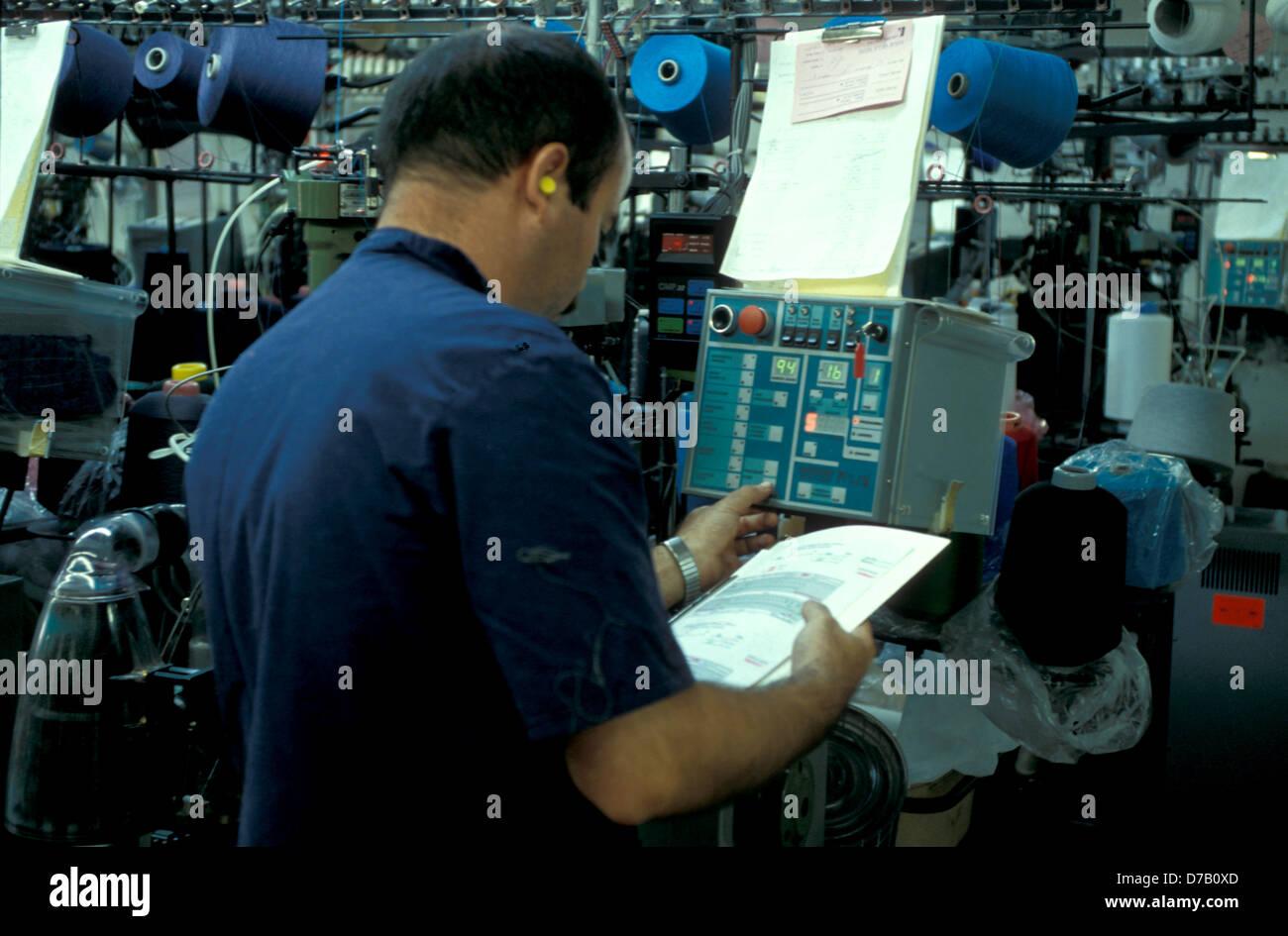 Produzione tessile operaio Immagini Stock