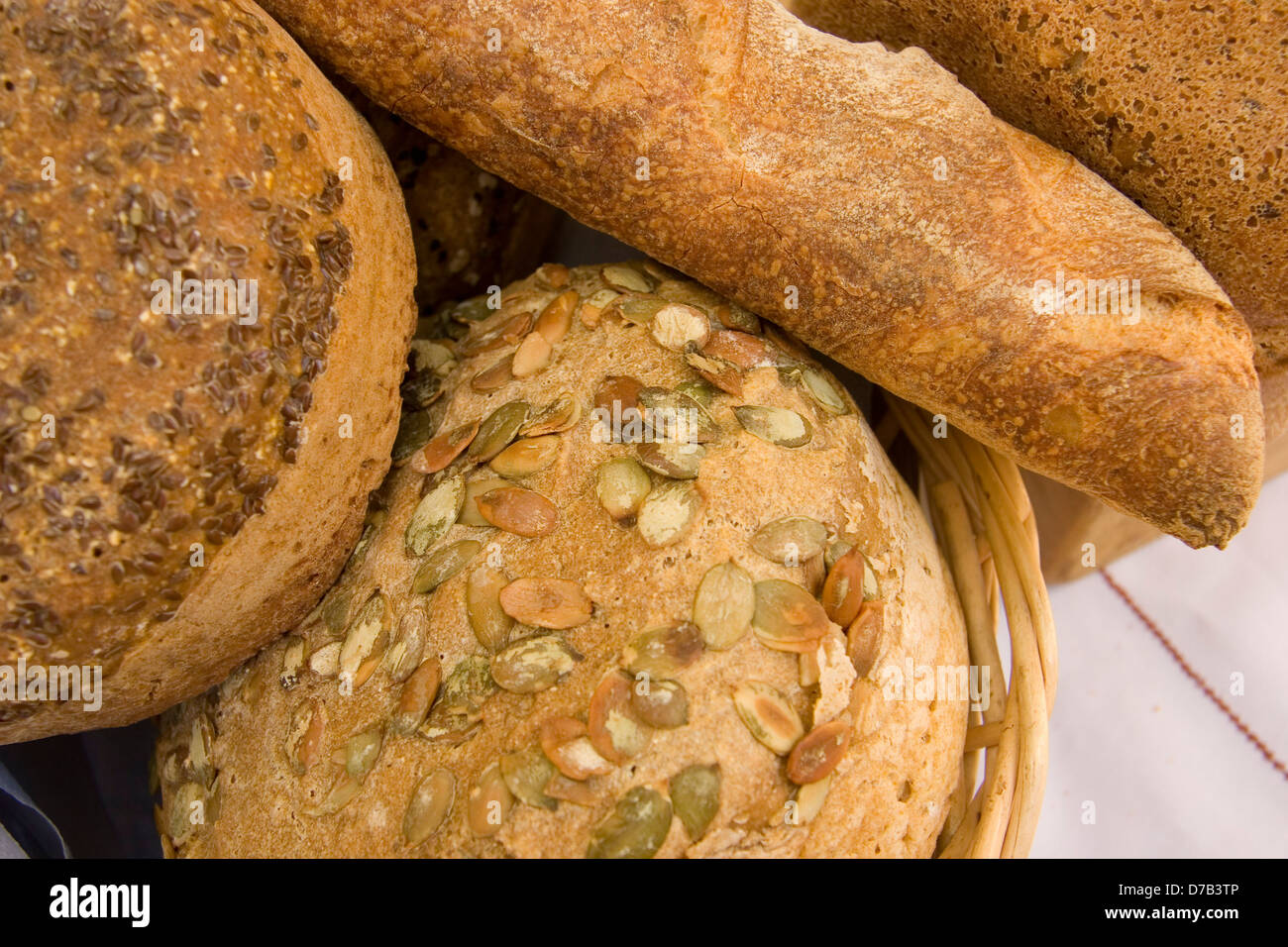 Tutto il grano pane fatto in casa Immagini Stock