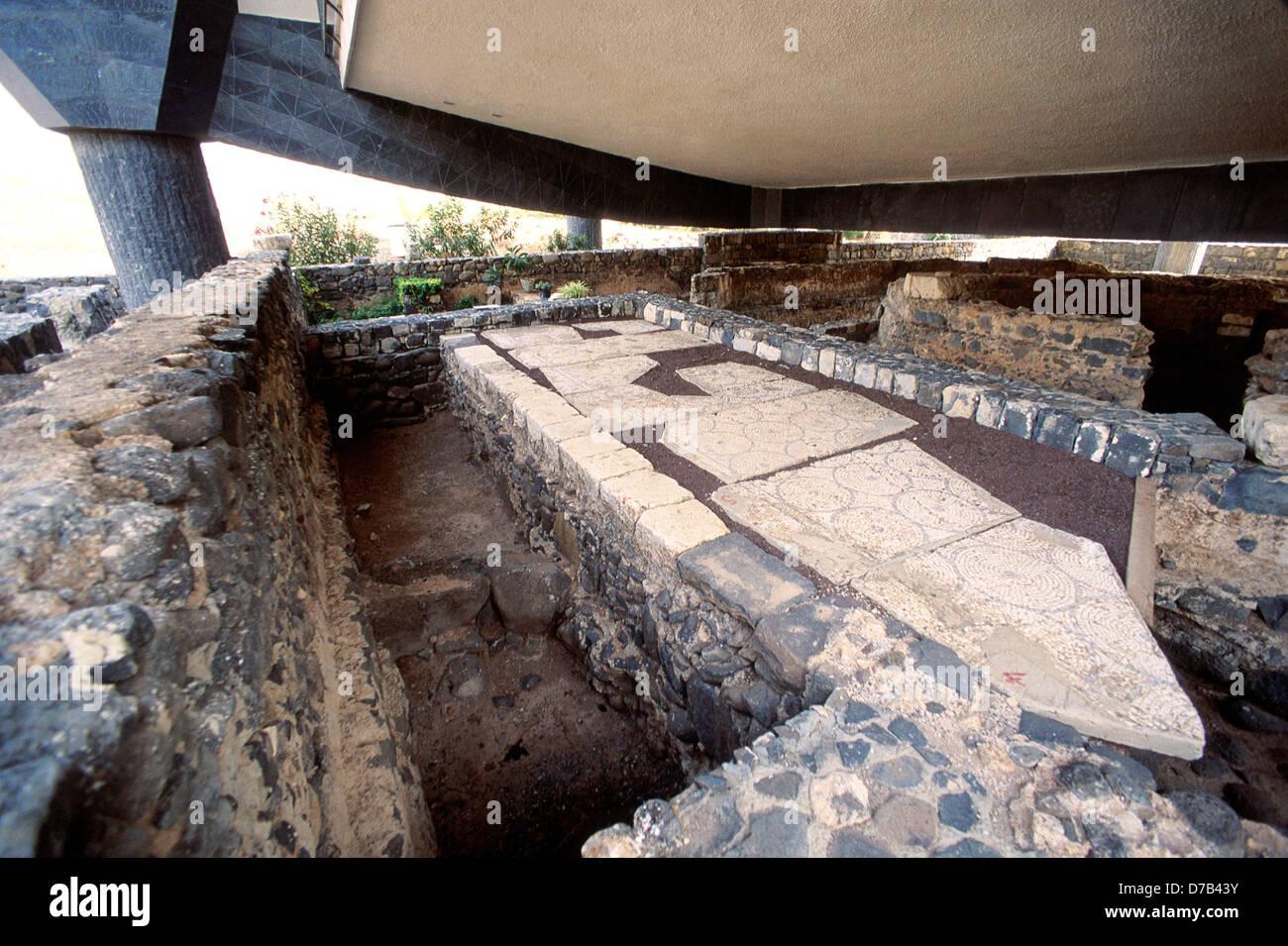 Un mosaico antico sotto la chiesa di San Pietro a Cafarnao Foto Stock