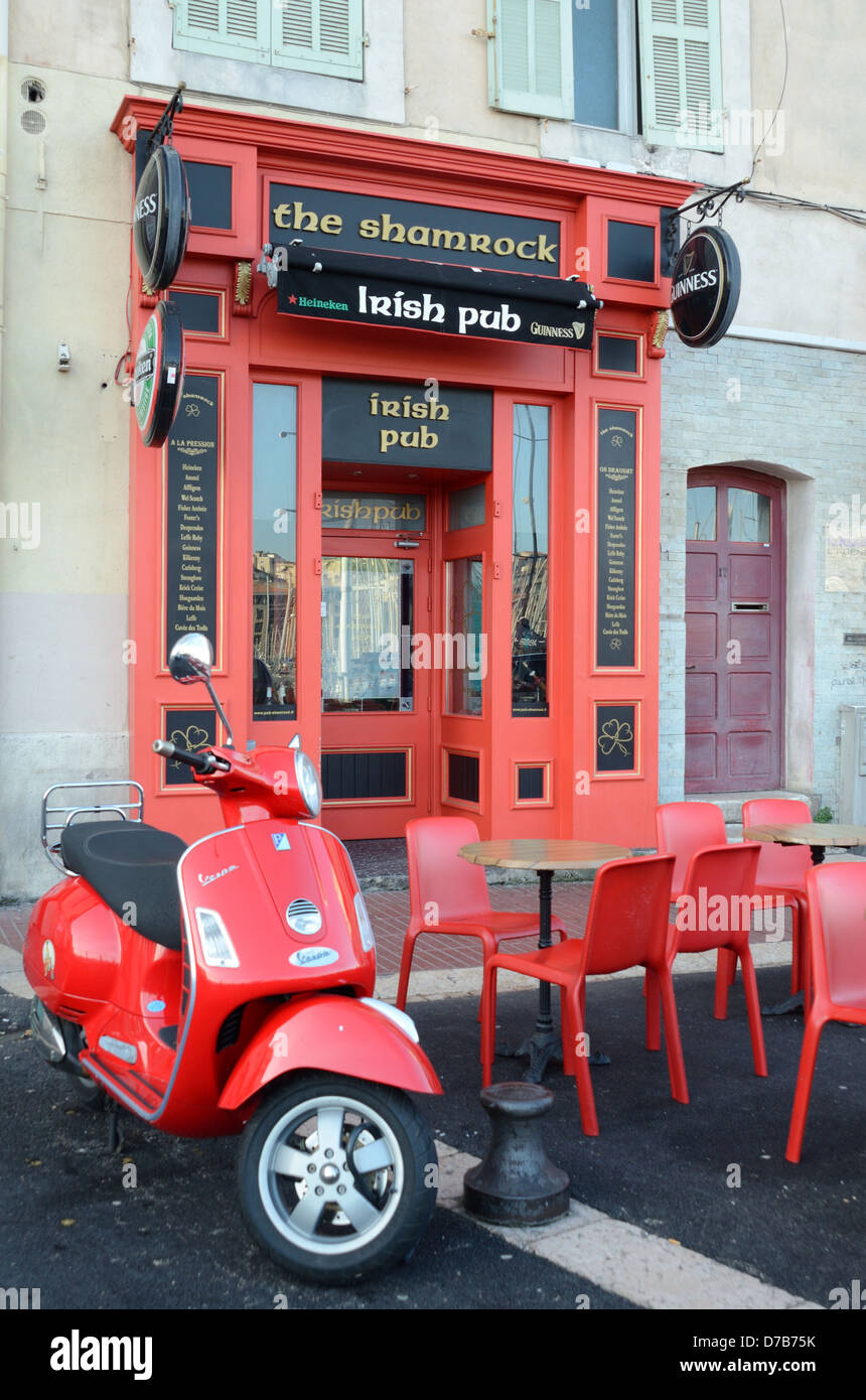 Tavoli E Sedie Heineken.Pub Irlandese La Pavimentazione Samrock Cafe Bar O Con Colore Rosso