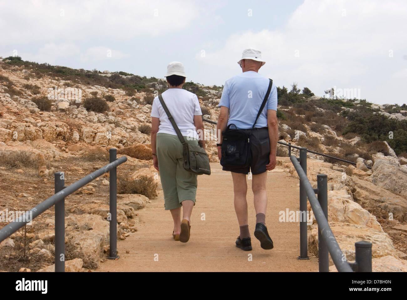 I cittadini anziani visitando il parco Adamit nella Galilea superiore Immagini Stock
