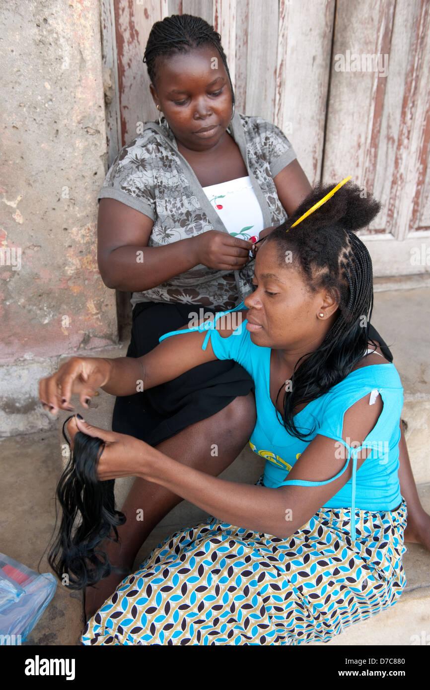 Parrucchiere, Ilha do Mocambique, Mozambico Immagini Stock