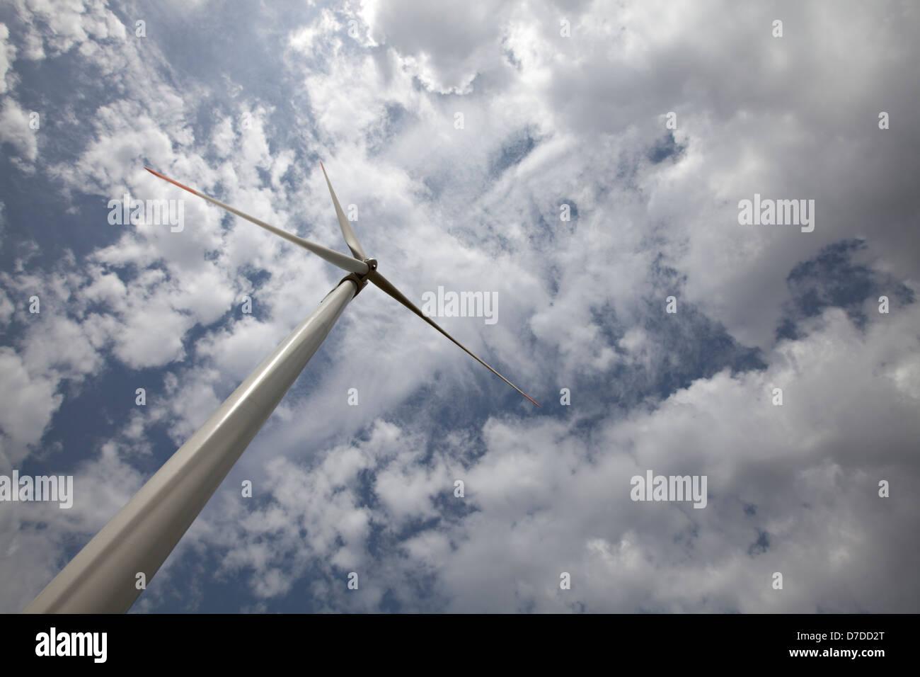 L'energia eolica turbina - Alternativa e fonte di energia verde Immagini Stock