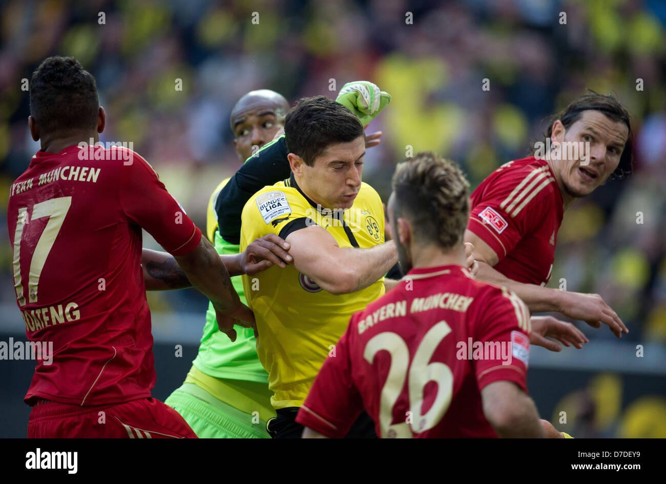 Dortmund Robert Lewandowski e Felipe Santana e Bayern di Jerome Boateng, custode Manuel Neuer, Diego contento e Immagini Stock