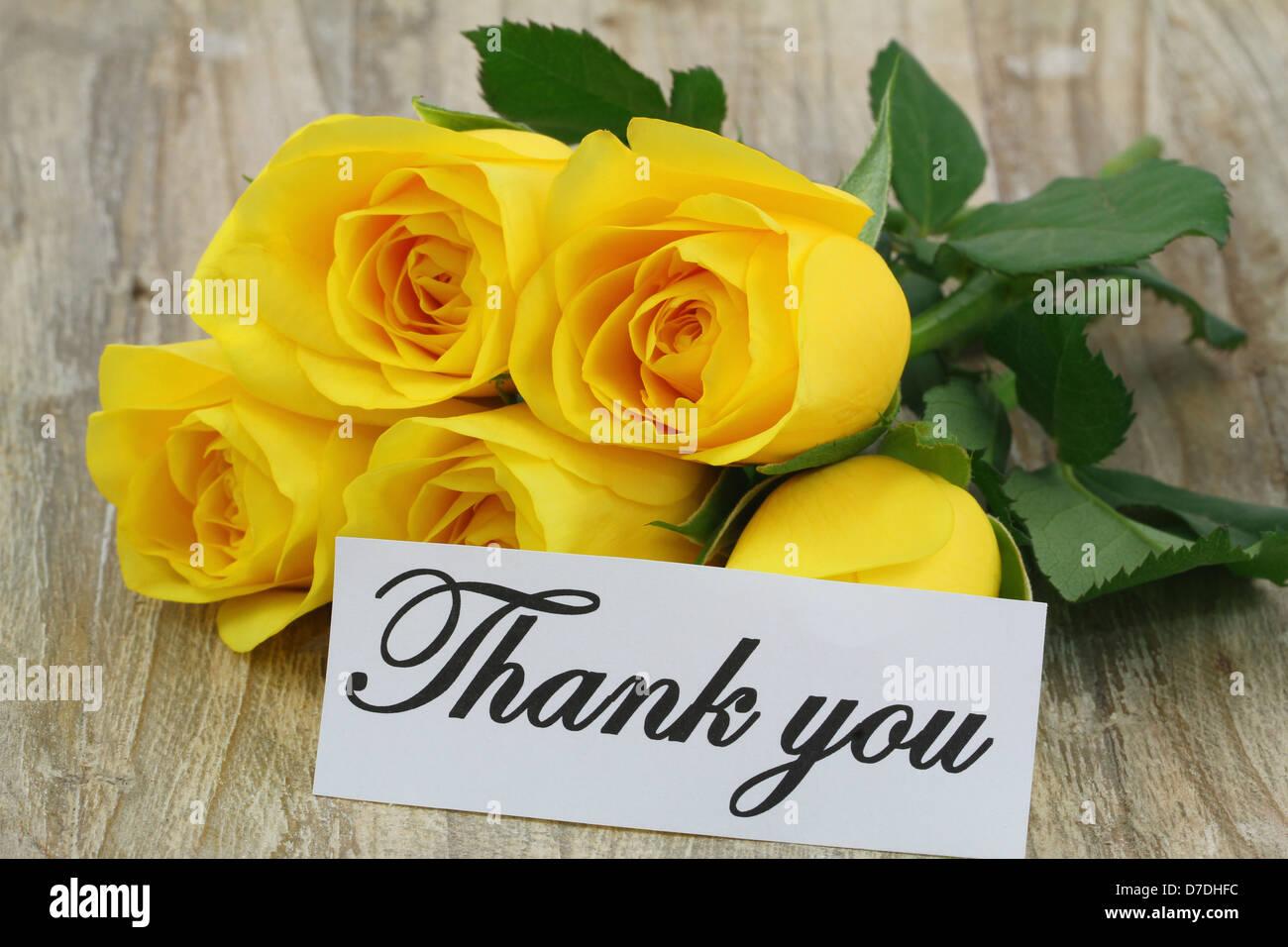 Nota di ringraziamento con bouquet di colore giallo sulla - Ringraziamento tacchino al colore ...