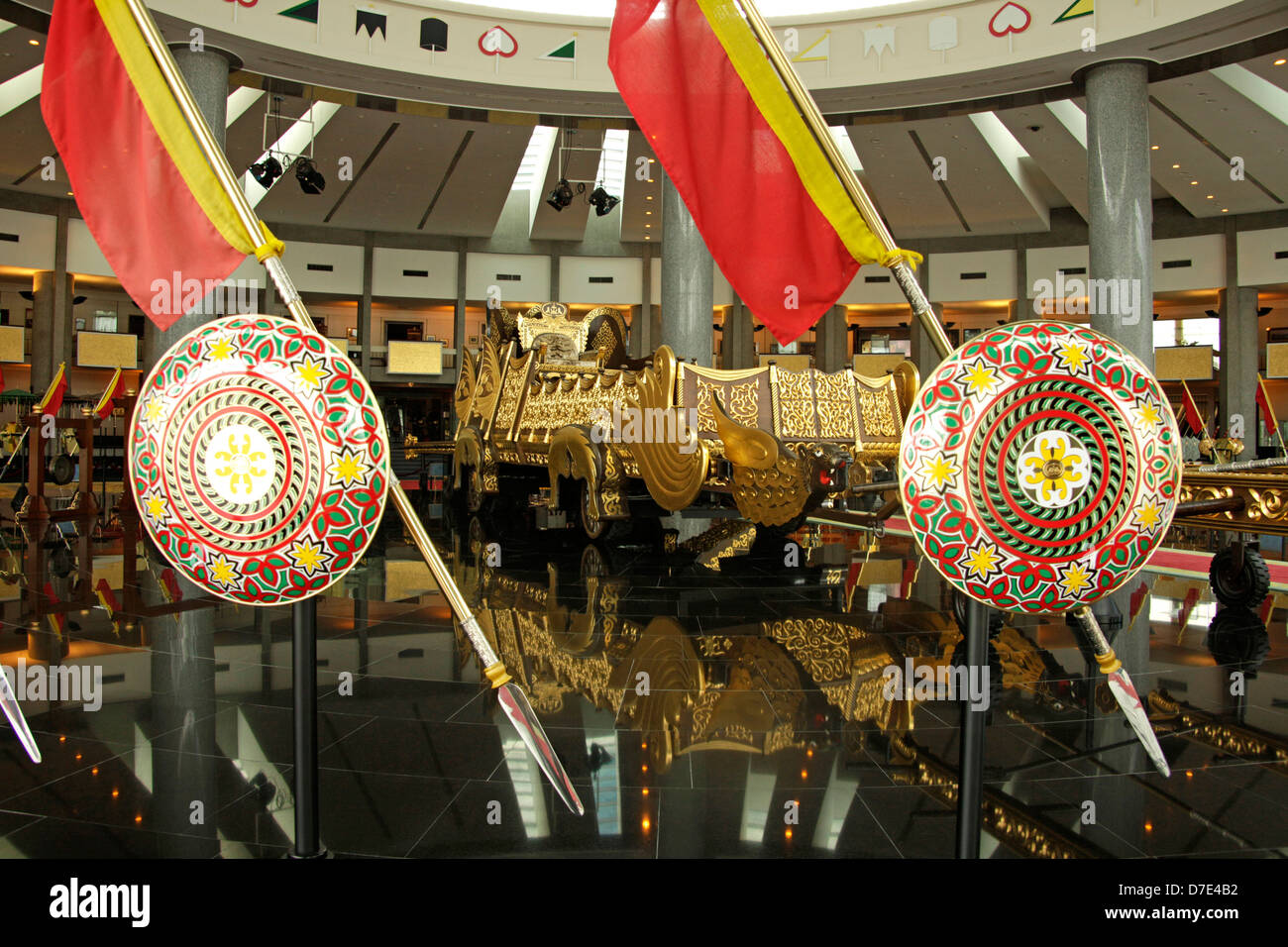BRN, BRUNEI DARUSSALAM Bandar Seri Begawan, 14.03.2009: Silver Jubilee Chariot nel tesoro reale, il Royal Regalia Immagini Stock