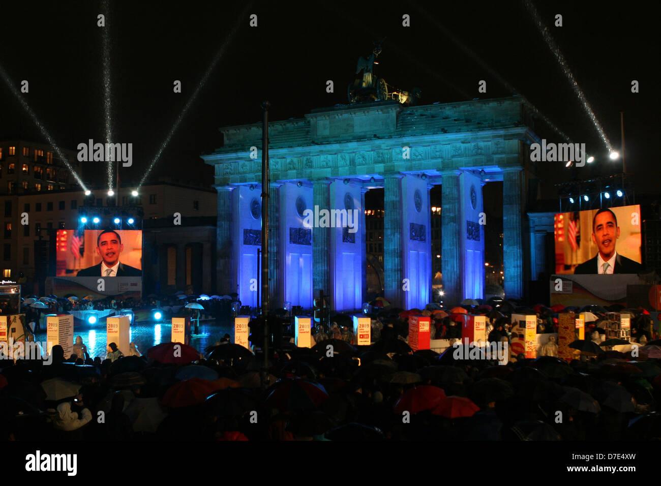 Il Presidente Usa Barack Obama parla alla folla riunita per la Freedom Festival segna il ventesimo anniversario Immagini Stock