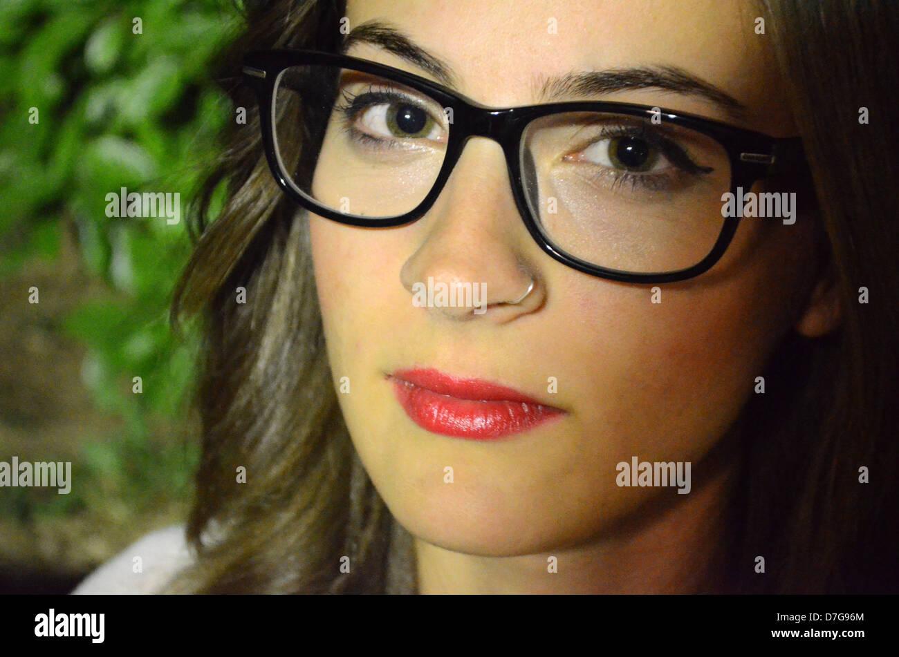 Grecia Atene bellissima ragazza giovane con gli occhiali Foto Stock