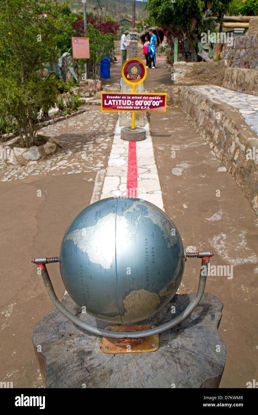 La linea dell'equatore presso il Museo Solar Inti Nan a Quito Immagini Stock
