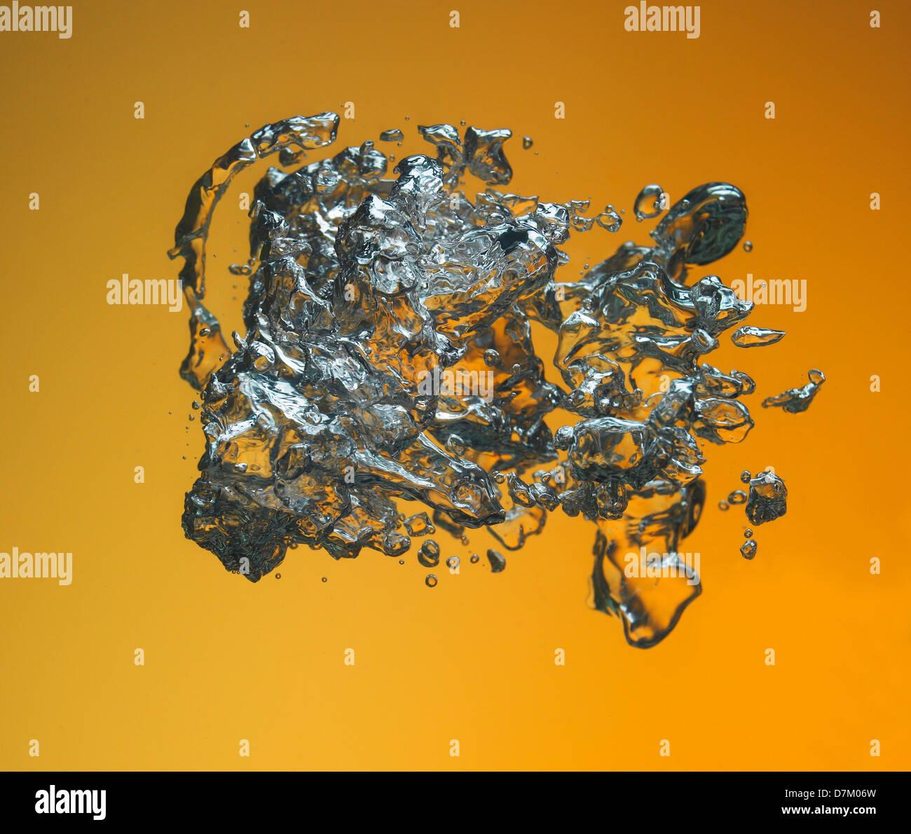 Acqua Spashes e bolle Foto Stock