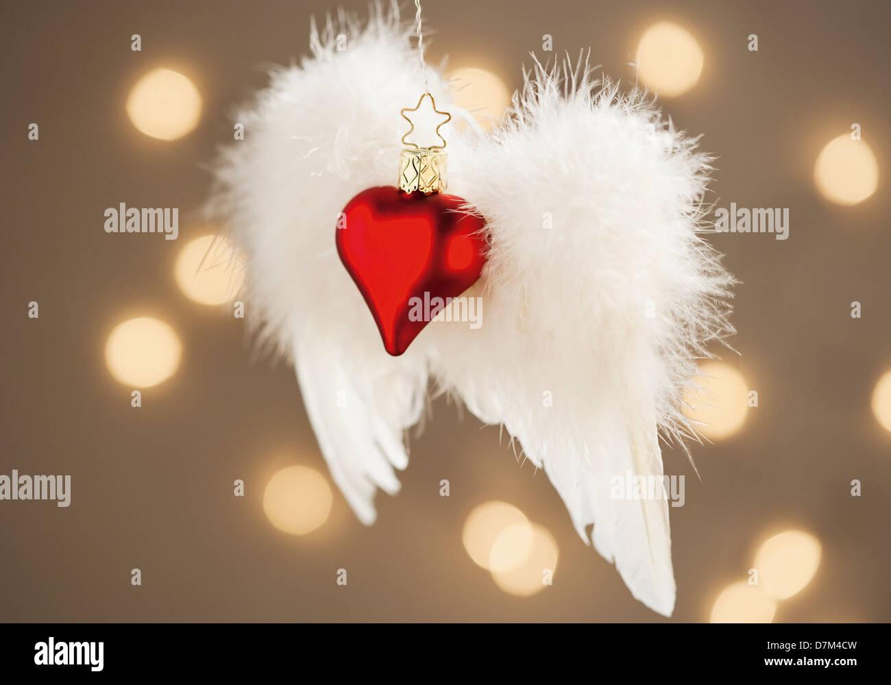 Le decorazioni di Natale con il cuore e a forma di angelo ala, close up Immagini Stock