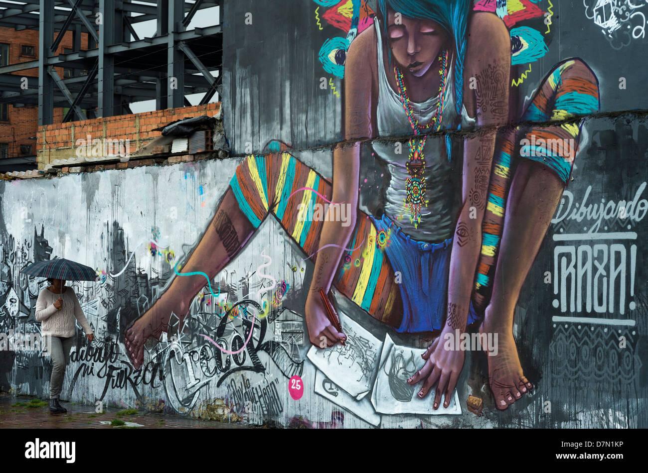 Graffiti (murale), in strada a Bogotà, in Colombia. Immagini Stock