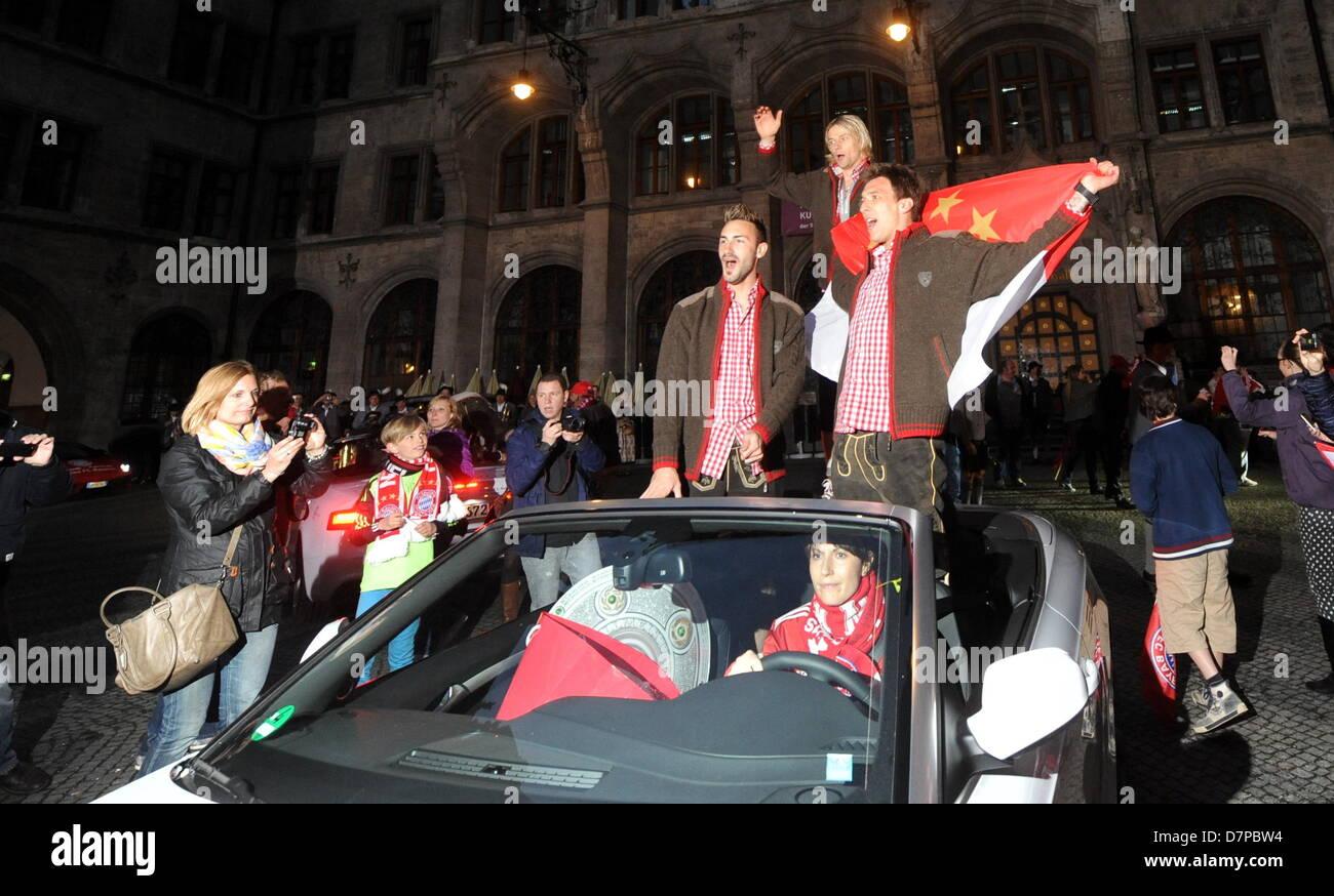 I giocatori della Bundesliga club di calcio Bayern Monaco, Diego Contento (Anteriore-), Mario Mandzukic (ANTERIORE Immagini Stock