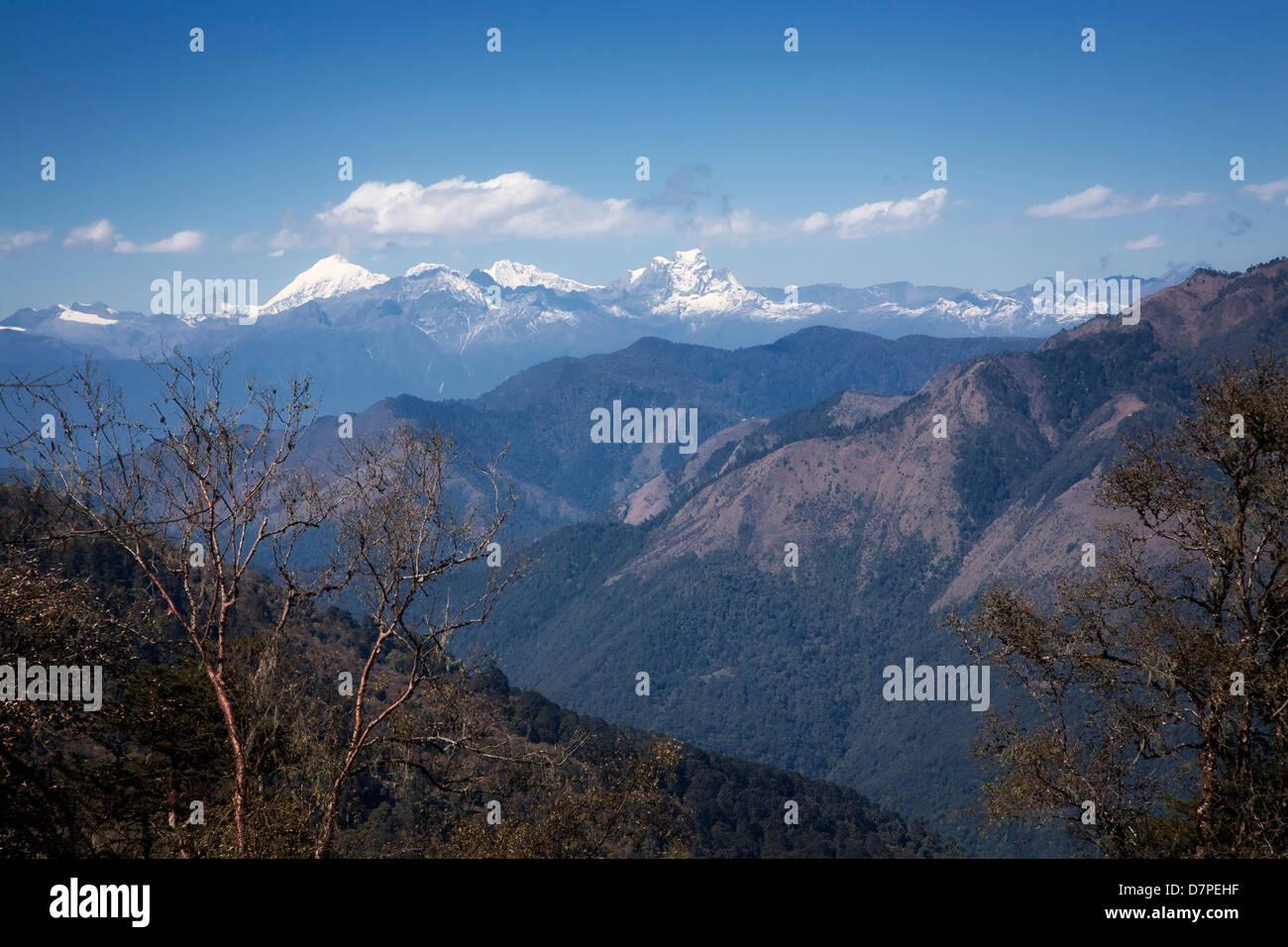 Dell'Himalaya orientale montagne da Pele La pass . Il Bhutan. Immagini Stock