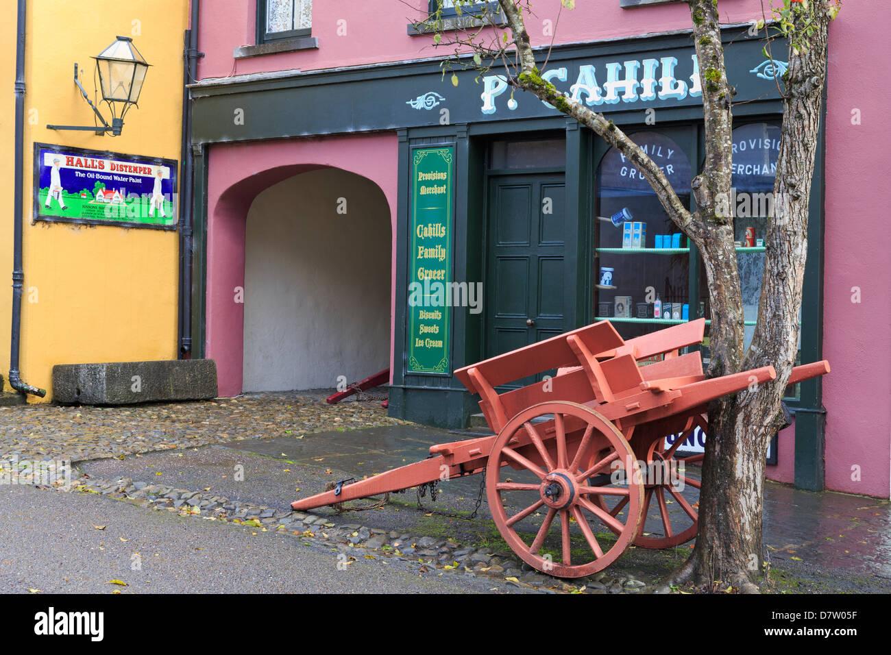 Il Castello di Bunratty e il Folk Park, County Clare, Munster, Repubblica di Irlanda Immagini Stock