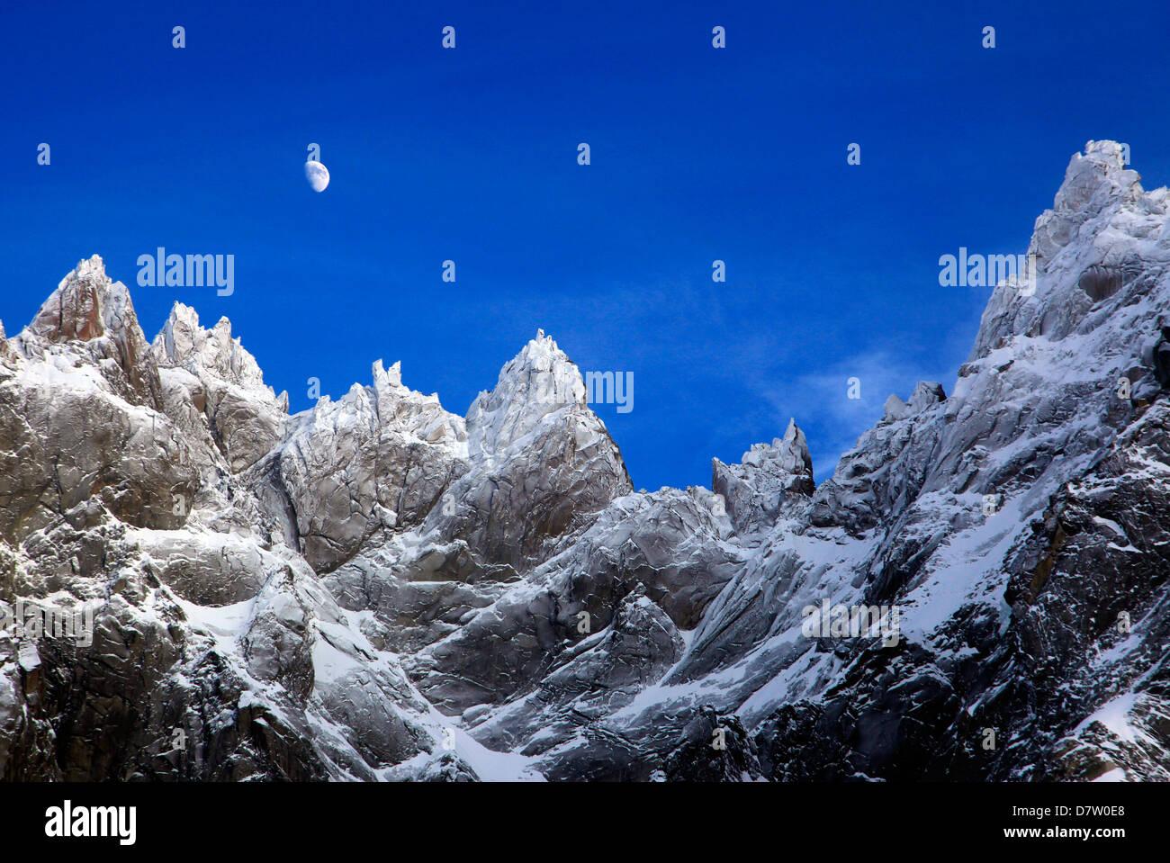 L'Aiguille du Midi dopo tre giorni di nevicata, Mont Blanc, sulle Alpi francesi, Francia Immagini Stock