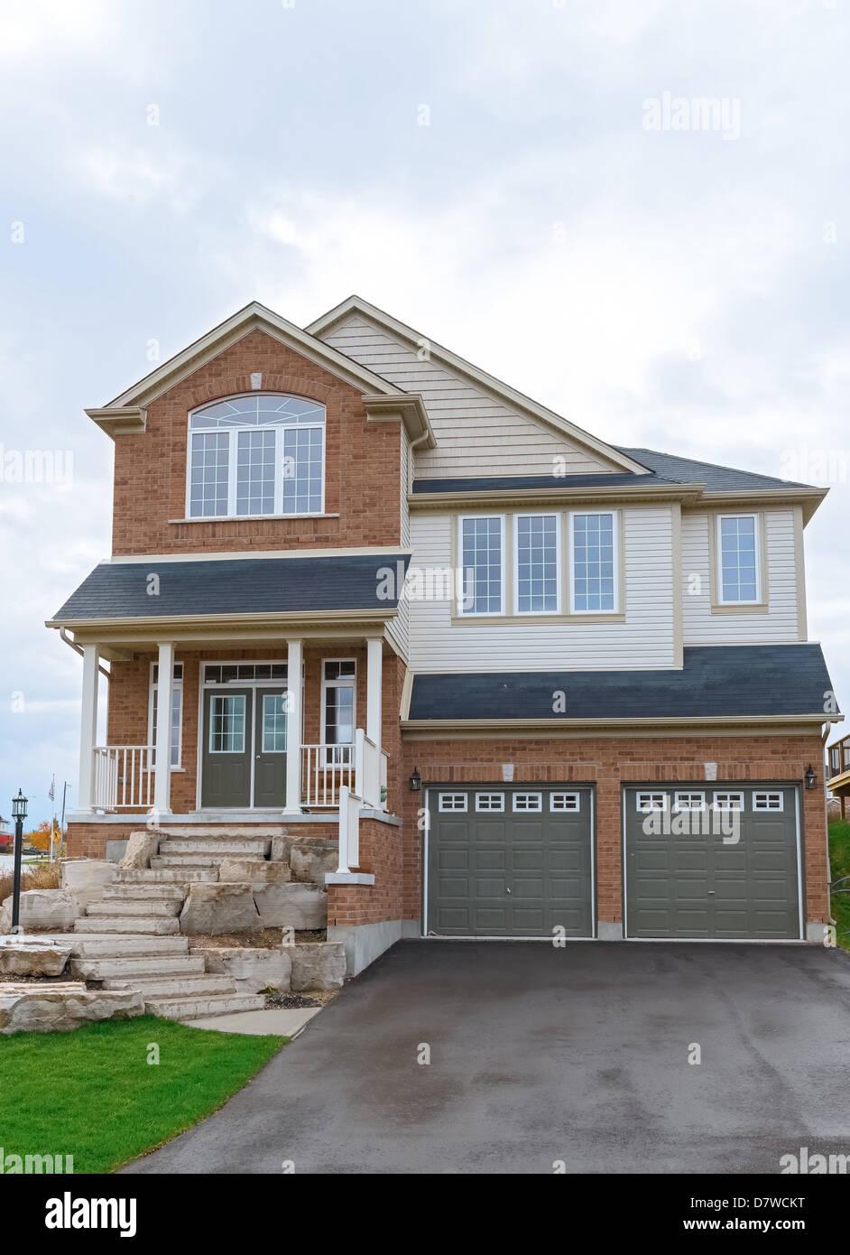 Case A Due Piani nuova costruzione a due piani casa in canada. ontario