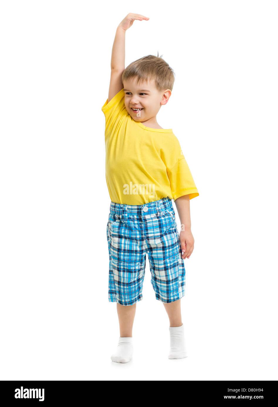 Kid dimostrando crescente. Isolato su bianco studio shot. Immagini Stock