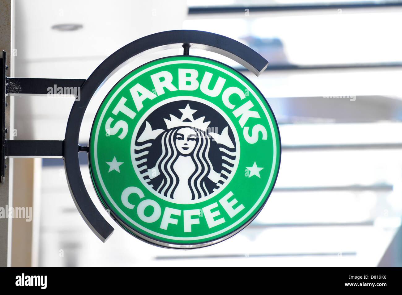 Segno di Starbucks in Cardiff. Foto Stock