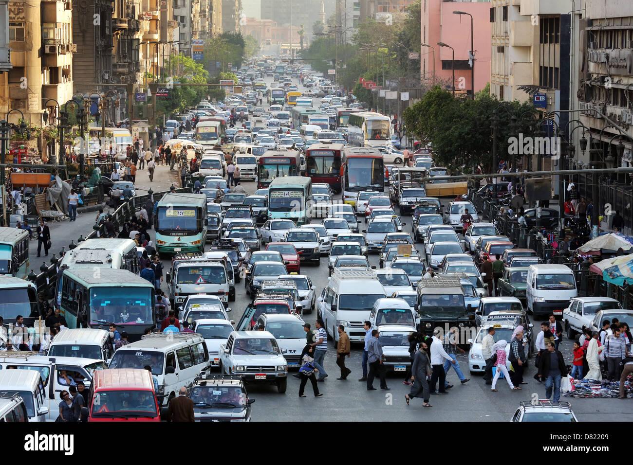 Il traffico pesante su strada di Ramses, Cairo Egitto Immagini Stock