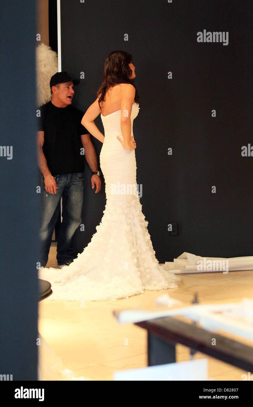 Il Corso di Laurea  contestant Courtney Robertson è inserito in un abito da  sposa in 3c3e909964bc