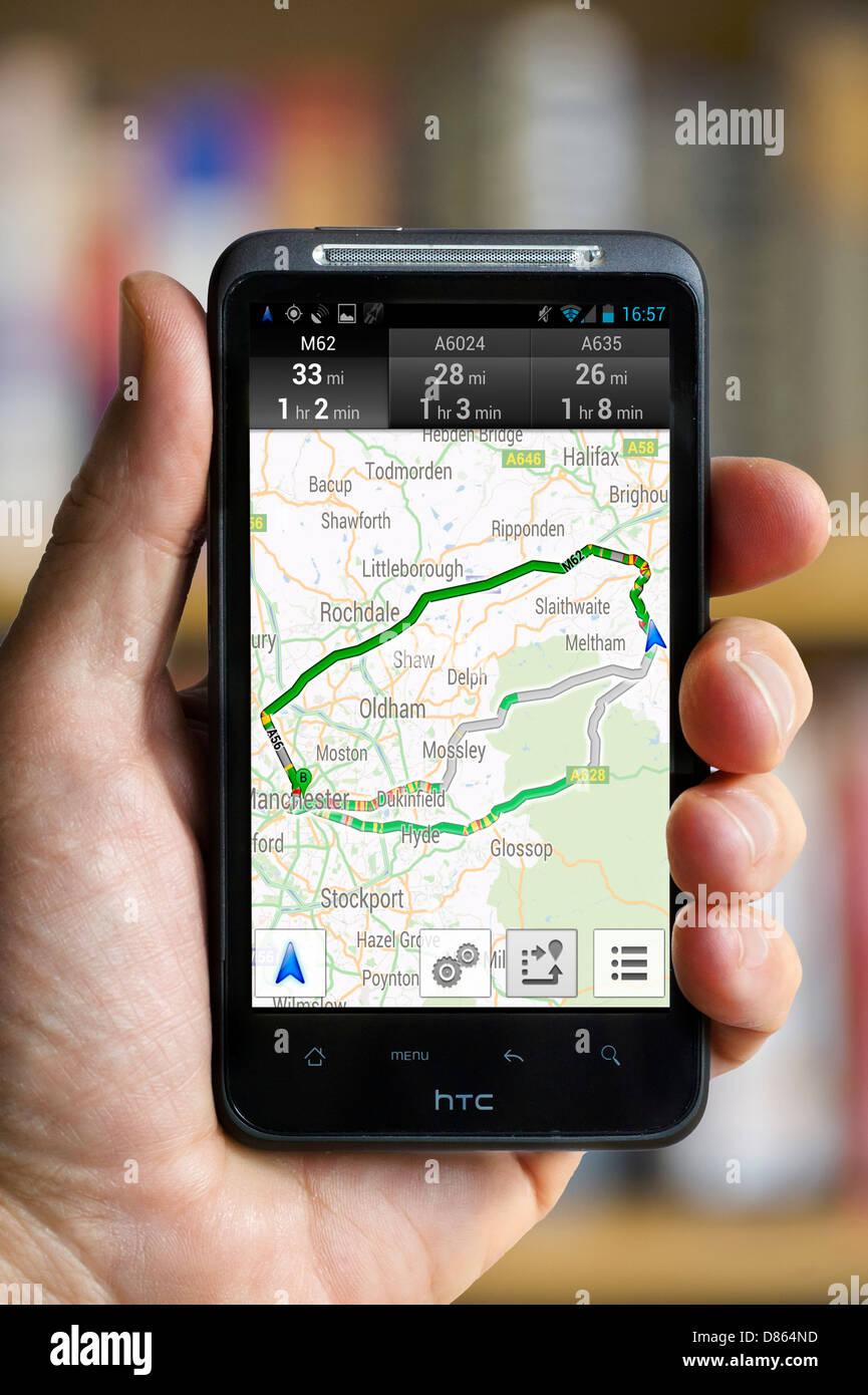 Navigazione di Google su un HTC smartphone, REGNO UNITO Immagini Stock