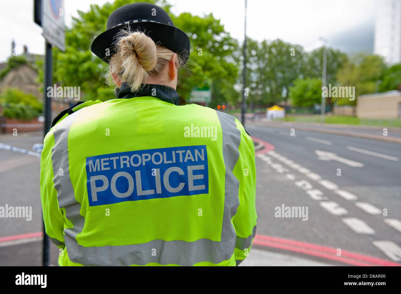 Cordone di polizia off John Wilson Street a Woolwich, sud-est di Londra, dopo l omicidio del soldato Lee Rigby in Immagini Stock
