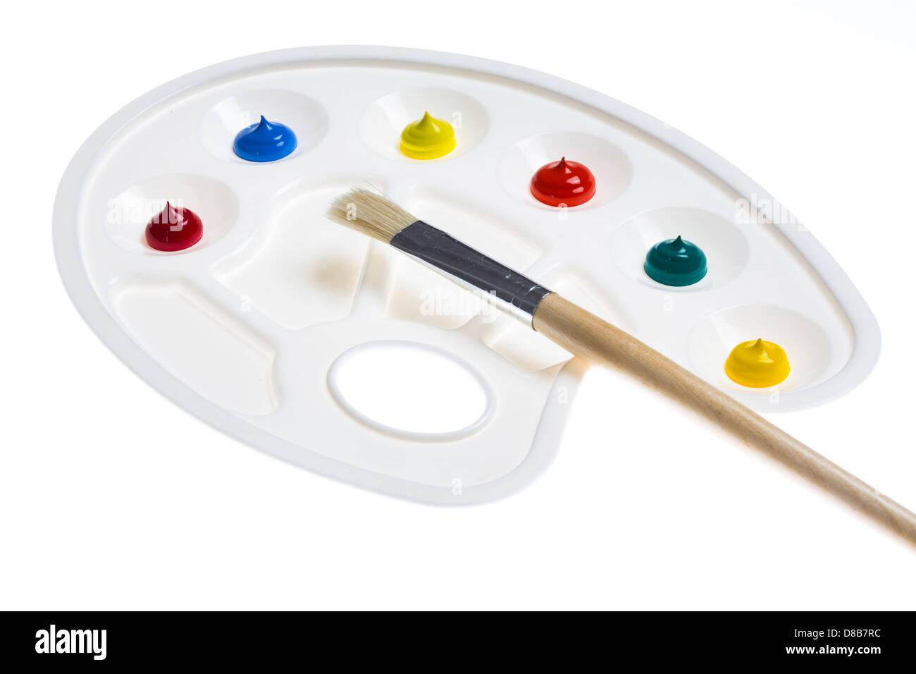 Vernice, tavolozza di colori differenti, il pennello. Immagini Stock