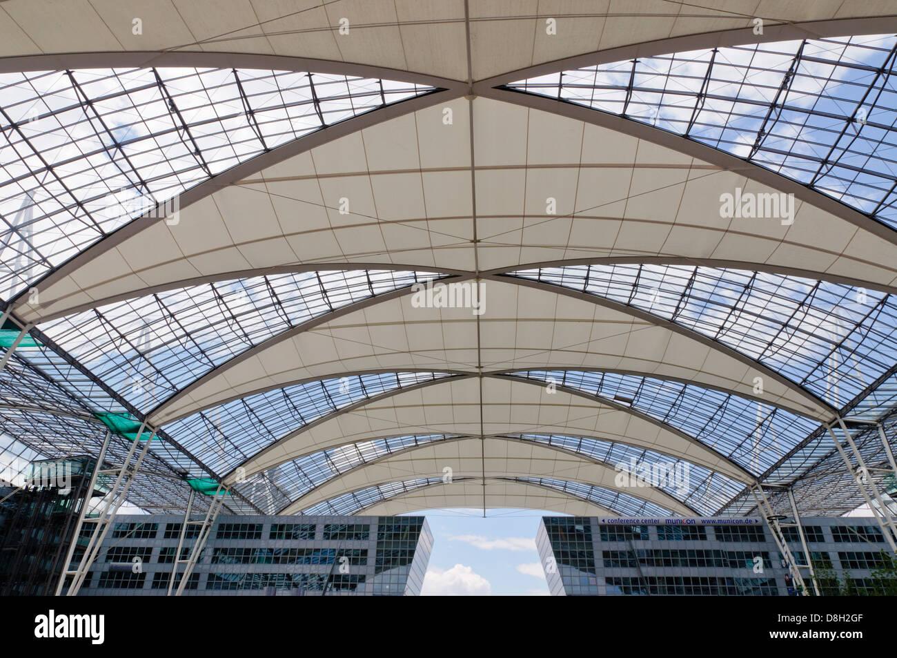 Il design del tetto del terminal dell aeroporto di monaco