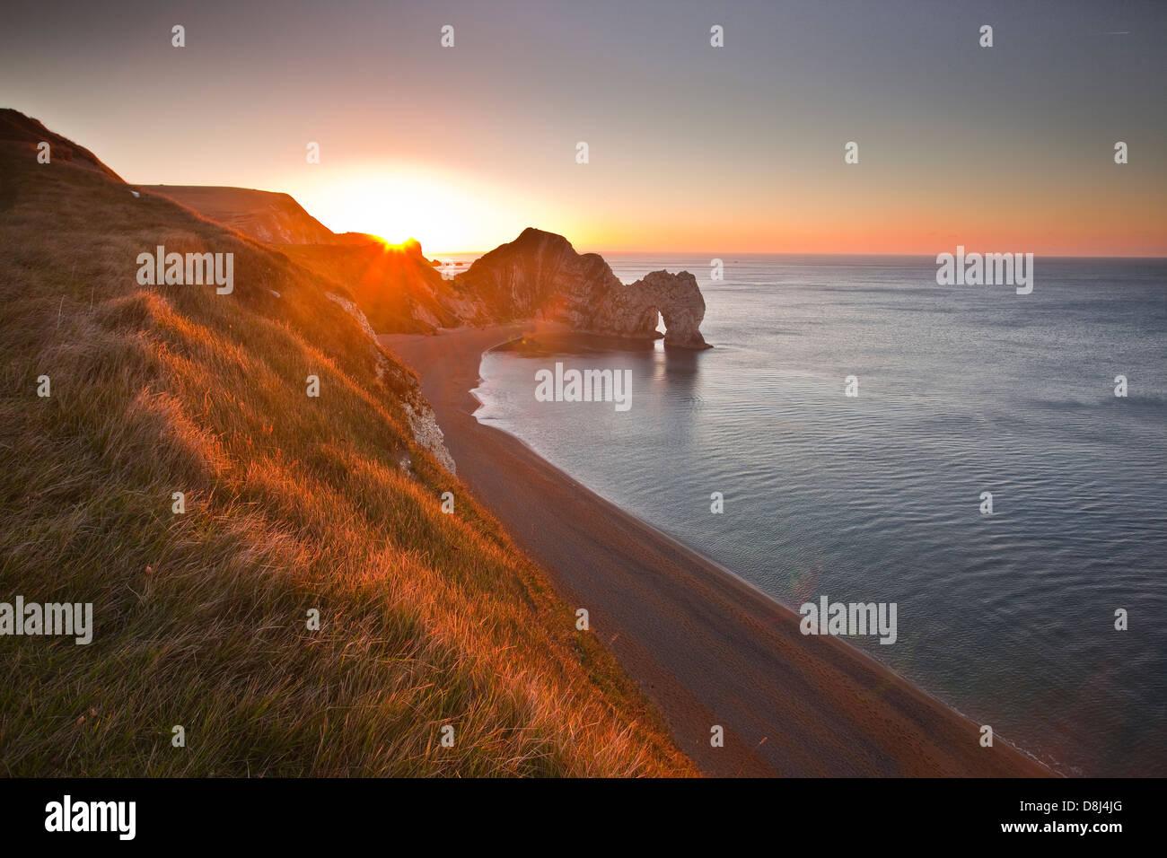 Alba su porta di Durdle sulla costa di Dorset. Foto Stock