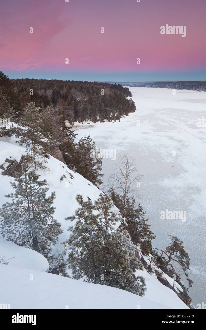 Sera d'inverno a Ravnefjell nel lago Vansjø, Rygge kommune, Østfold fylke, Norvegia. Immagini Stock
