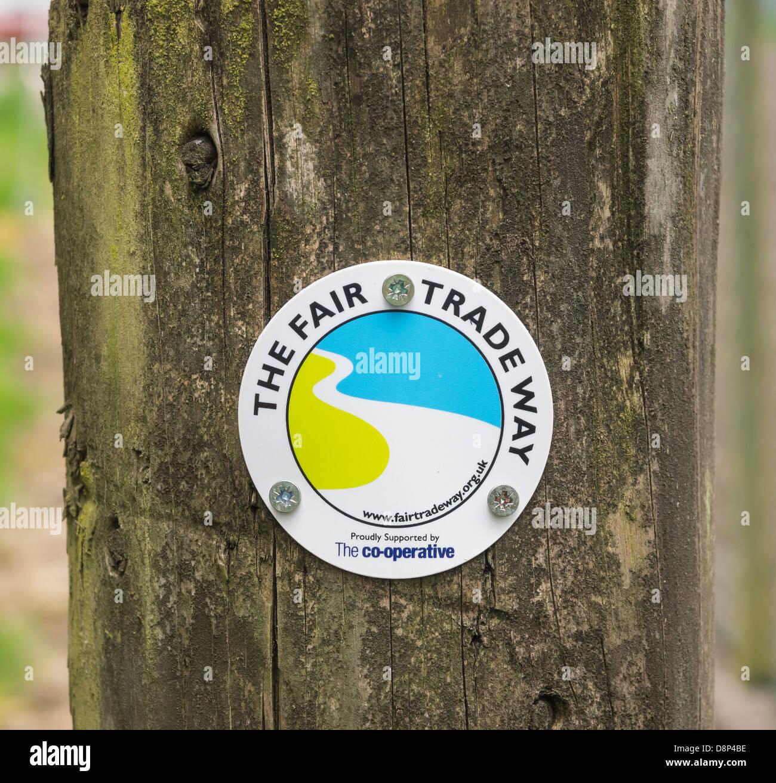 Segno sul commercio equo e solidale, una lunga distanza sentiero disegnato come un 6 giorno a piedi tra Garstang Immagini Stock