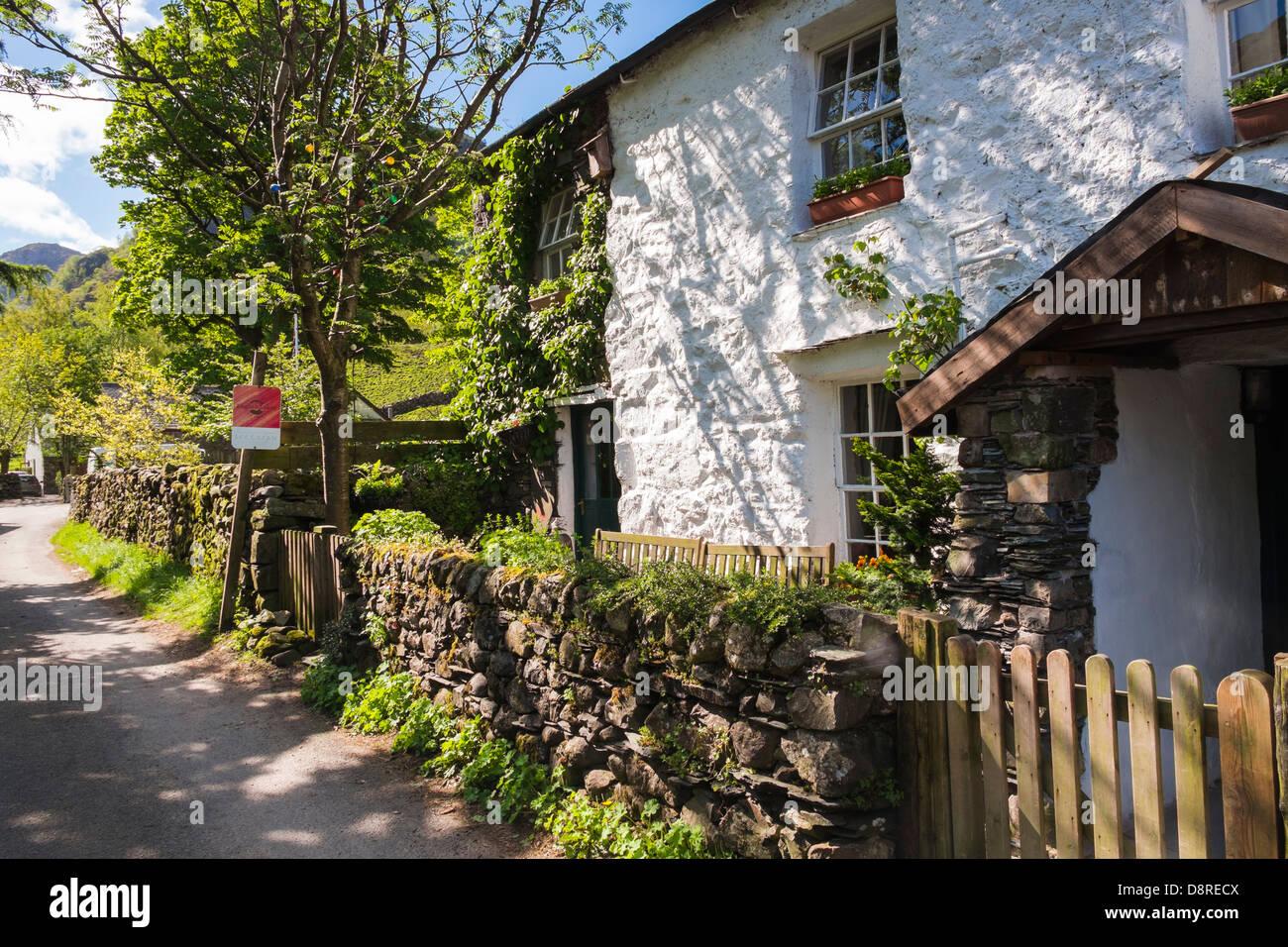 Knotts View Guest House che vende laghi inglese tradizionale di lusso gelato presso Stonethwaite nel distretto del Immagini Stock