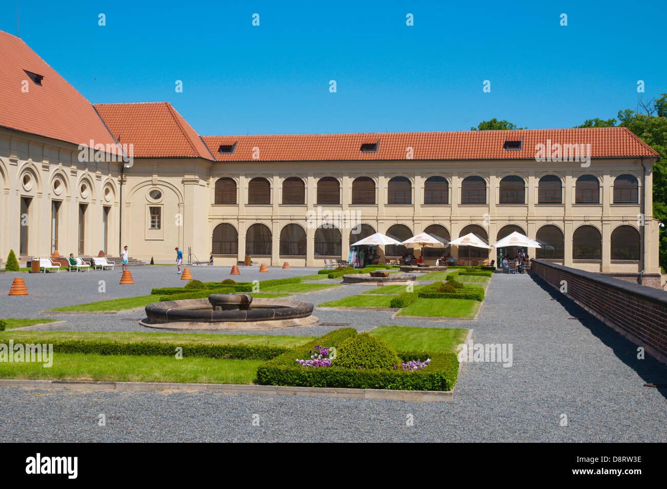 Giardini intorno Jizdarna la scuola di equitazione Hradcany distretto della città di Praga Repubblica Ceca Immagini Stock