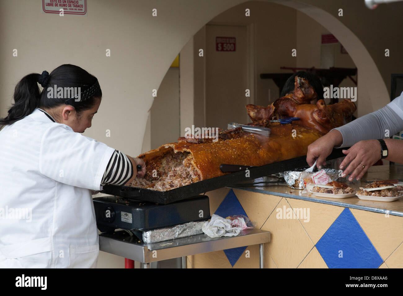 Lechona, maiale farcito con riso e carne, Bogotà, Colombia Immagini Stock