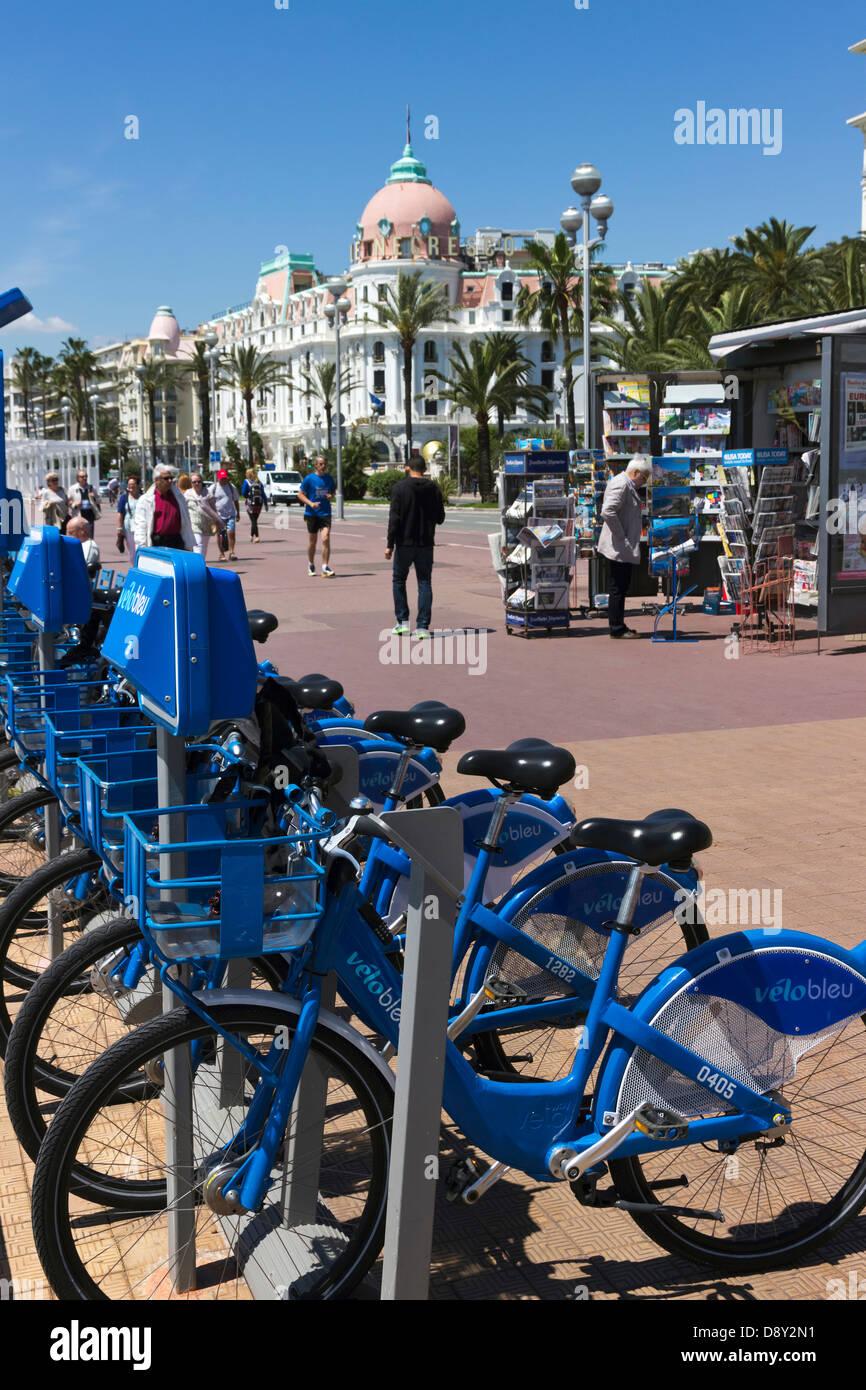 Velo Bleu Noleggio bici sulla Promenade Des Anglais Nizza Provence Francia Foto Stock