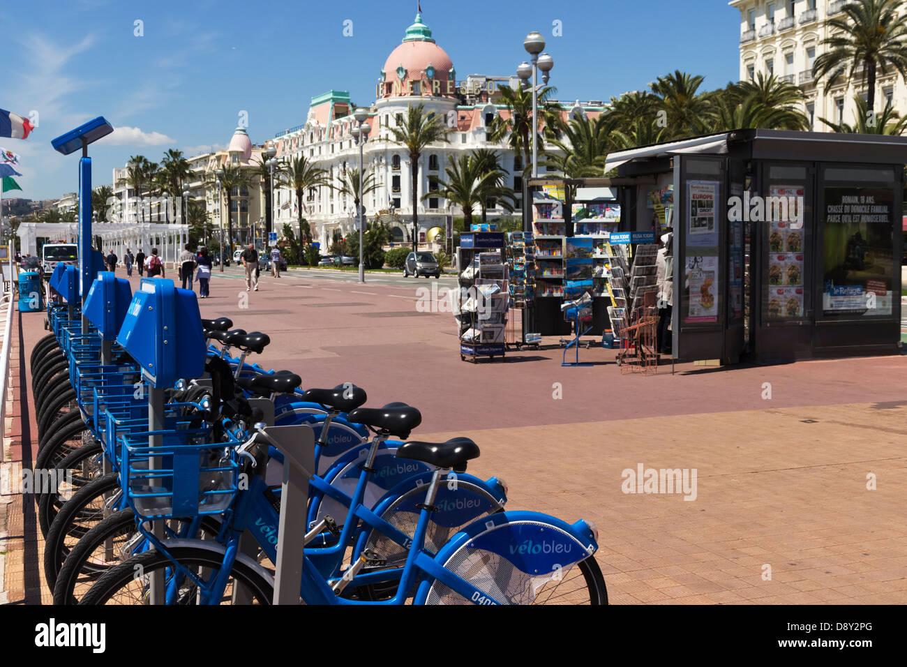 Velo Bleu Noleggio bici sulla Promenade Des Anglais Nizza Provence Francia Immagini Stock