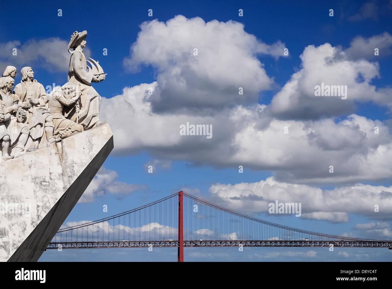 Il Portogallo, Estremadura, Lisbona, il Principe Enrico il navigatore conduce il Monumento delle Scoperte con il Immagini Stock
