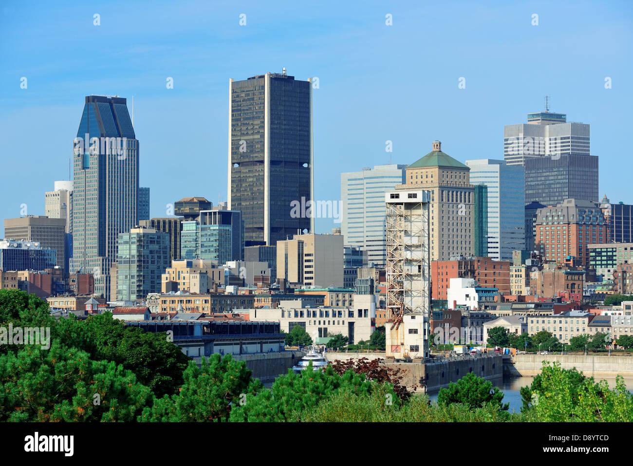 Montreal skyline della città nel giorno con edifici urbani Immagini Stock